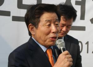 """유인태 """"이명박, 노무현에 상당한 정치적 빚 있다"""""""